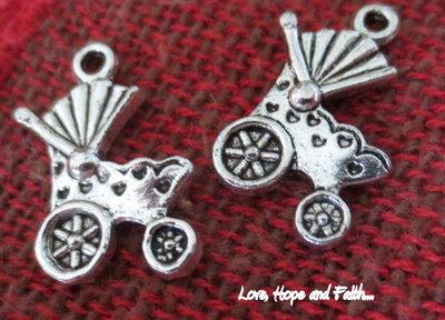 """Charm/Ciondolo """"Passeggino"""" color argento (19x12mm) (cod. 03871)"""