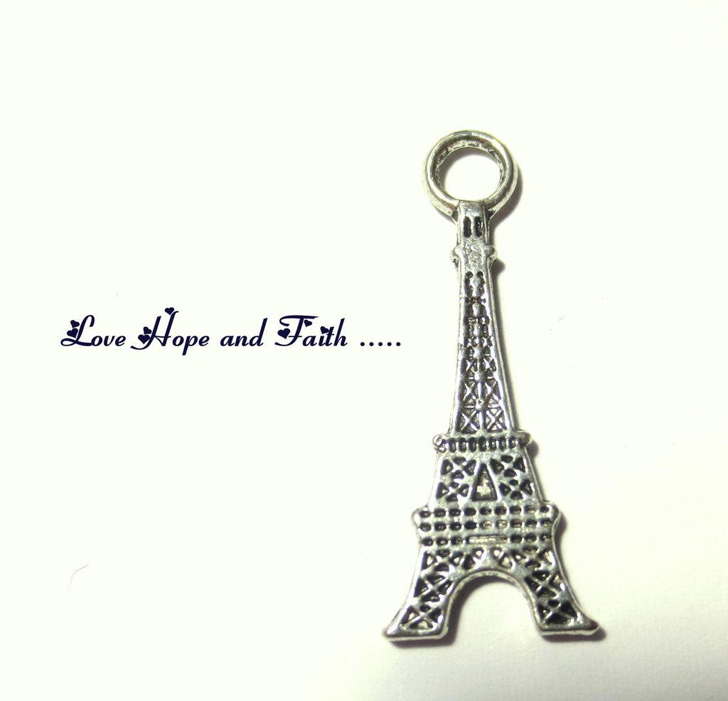 """Charm/Ciondolo """"Tour Eiffel"""" color argento (15x10mm) (cod.23367)"""