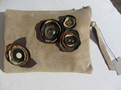 pochette in pelle scamosciata maxi tortora fiori in pelle fatta a mano pezzo unico oversize