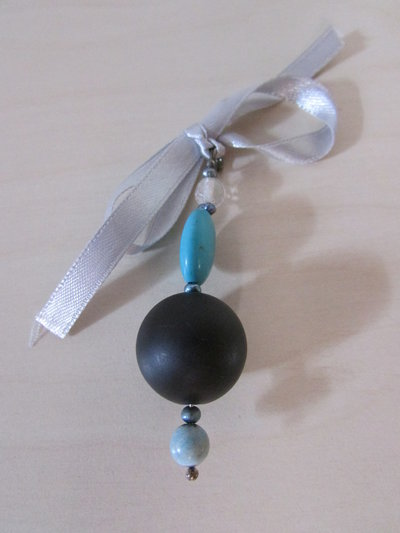 ciondolo in pietra lavica, turchese ,perle di fiume e opale.
