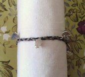 Braccialetto con fili intrecciati e pietre pendenti