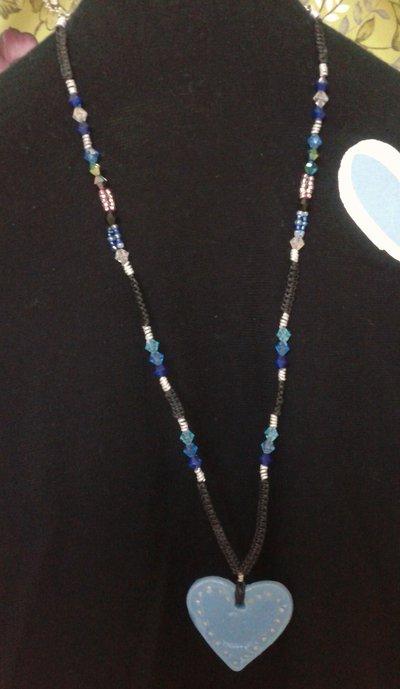 Collana lunga macramé con perline e pendente cuore