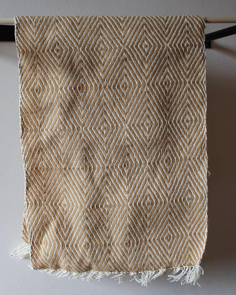 """Tessuto di saia """"goose-eye"""" color senape, lana biologica e canapa,intrecciato a mano"""