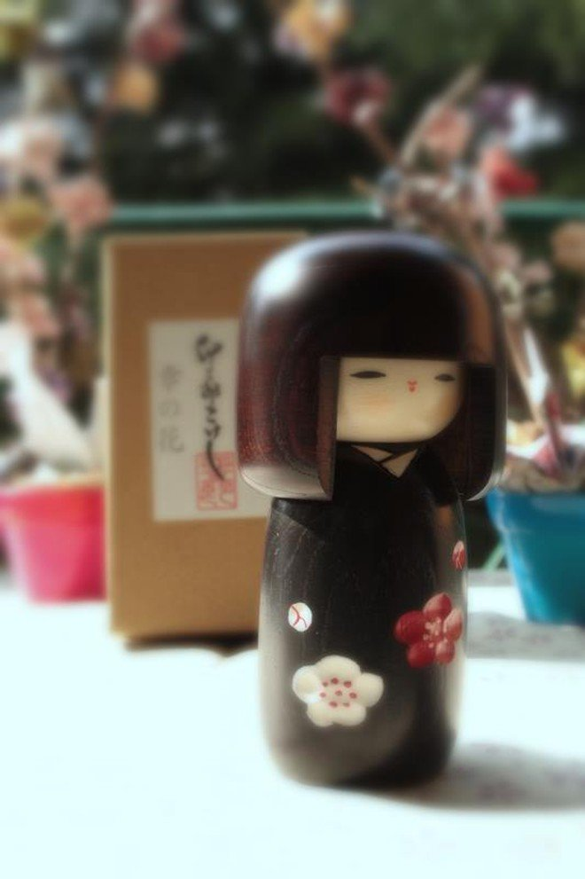Bambola giapponese - Kokeshi Fiore Felice