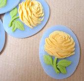 Cammeo Rosa gialla fondo azzurro ovale cm4x3