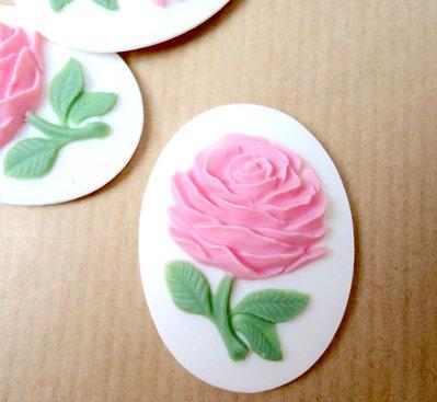 Cammeo Rosa rosa fondo bianco ovale cm4x3