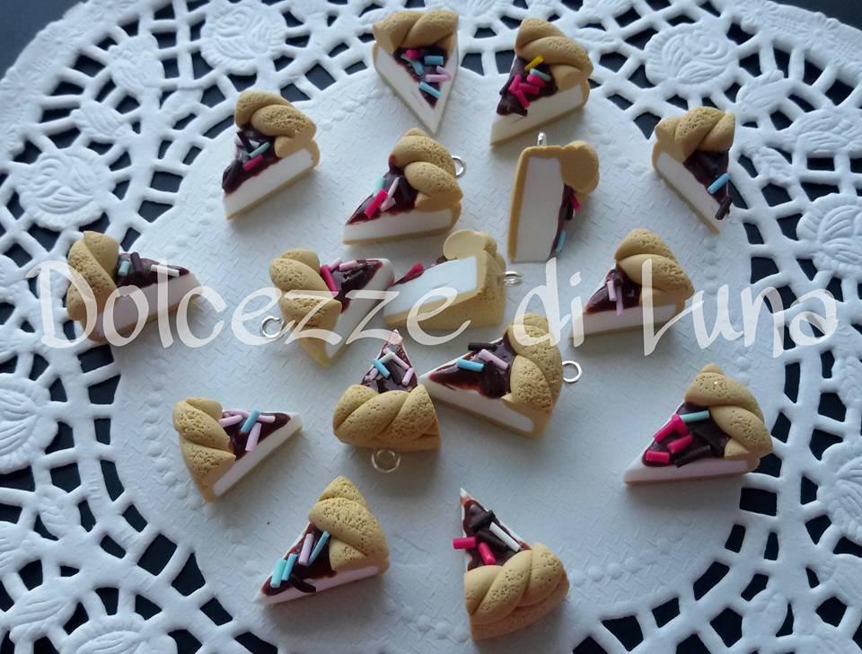 1 fettina di torta con glassa al cioccolato e zuccherini, ciondolo in fimo fatto a mano senza stampi x orecchini o bracciali