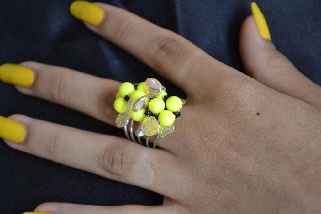 Anello con perle di Swarovski giallo