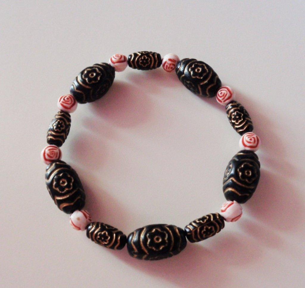 Braccialetto decorato con perle