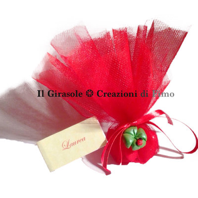 Bomboniera Laurea completa in tulle rosso e quadrifoglio perlato fatto a mano
