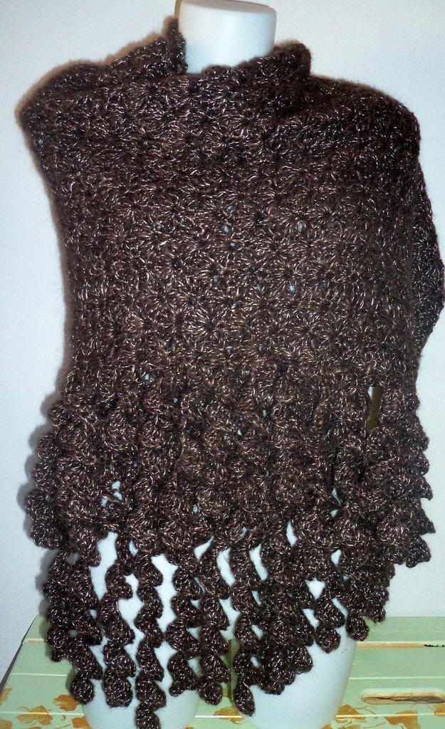 Coprispalle donna in lana lavorato all'uncinetto
