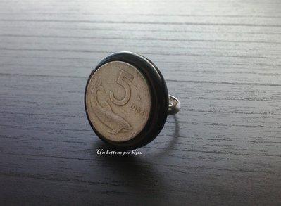 Anello con bottone vintage e moneta fuori corso 5 lire 1954