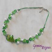 Collana cordino verde con perle e rondelle