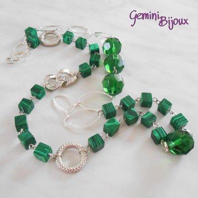 Collana lunga con cubetti di malachite e sfaccettate verdi