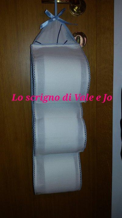 Porta rotoli carta igienica da ricamare azzurro per la casa e per su misshobby - Porta carta igienica design ...