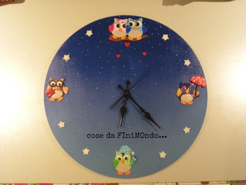 orologio fatto a mano con decorazioni in fimo