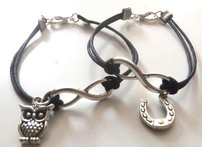Coppia bracciali simbolo infinito con ciondolo gufo e ferro di cavallo in argento tibetano portafortuna idea regalo natale lui e lei