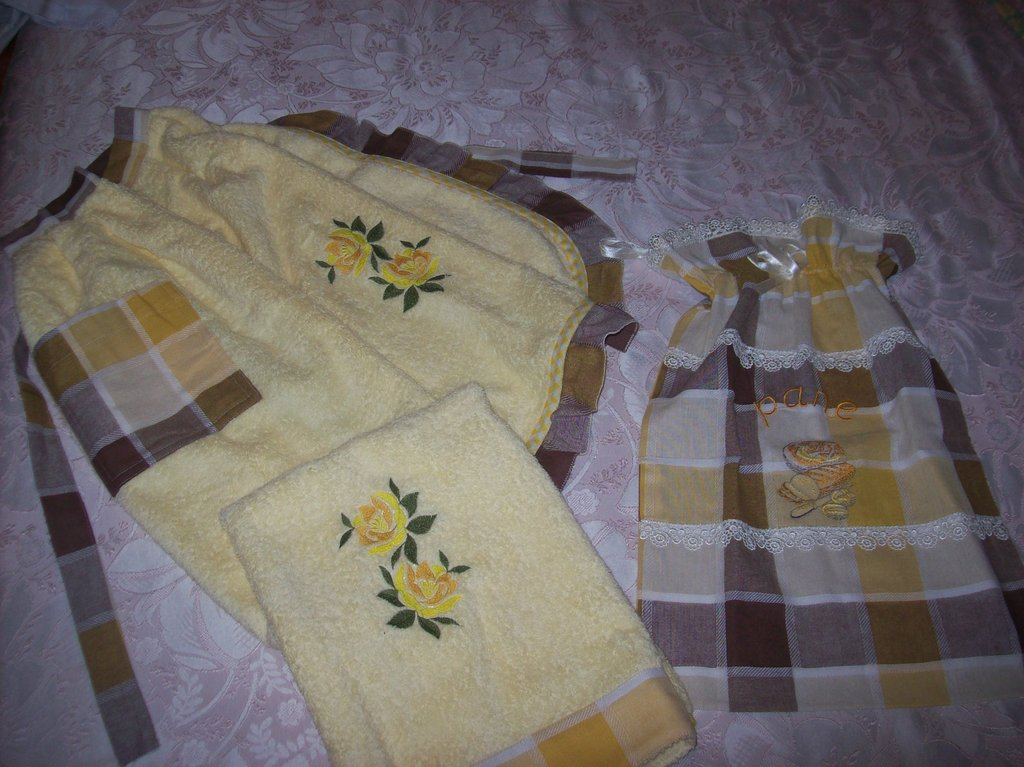 set cucina grembiule asciughino e portapane