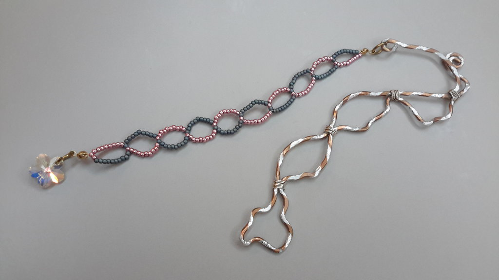 Segnalibro wire con pendente fiore cristallo sw e perline rocailles toho