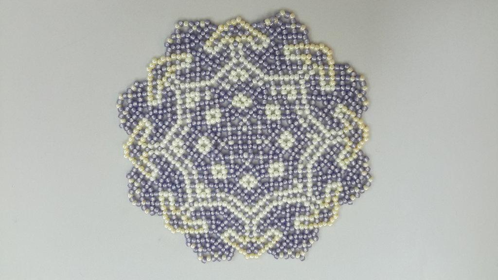Centrino di perline rocailles toho realizzato a mano, cm 13 circa