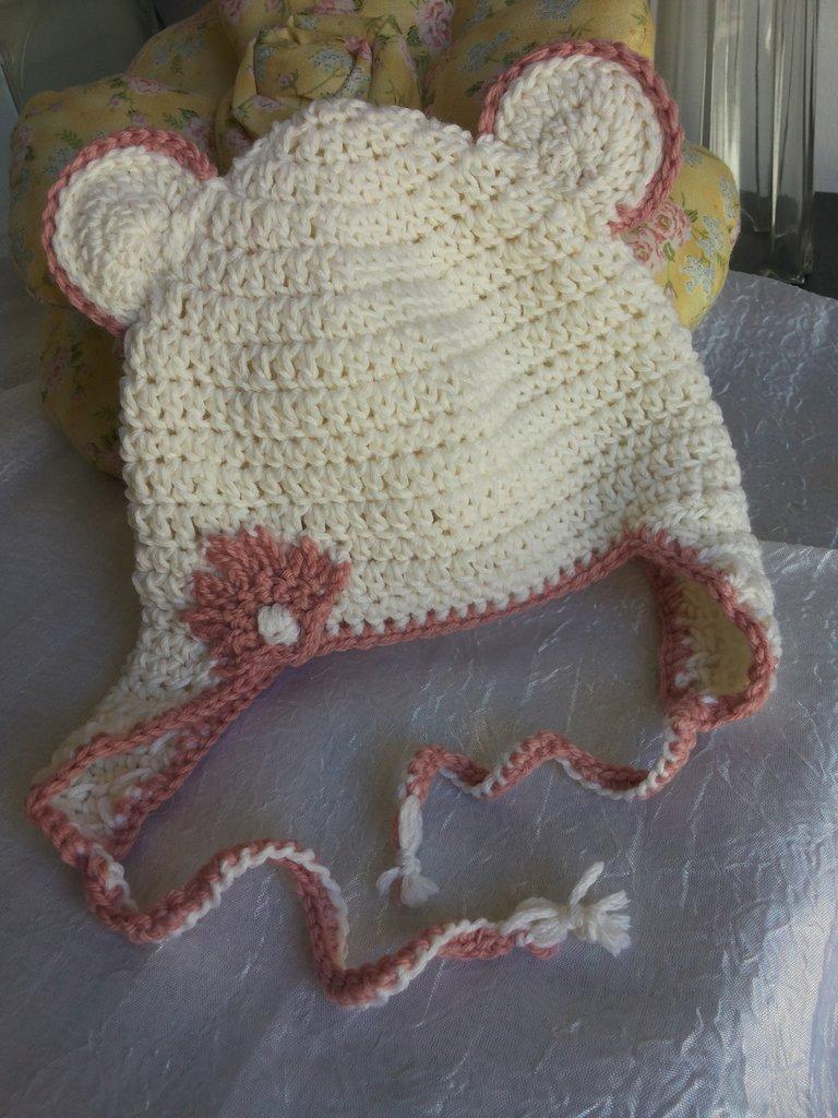 CAPPELLINO BIMBA con orecchie bianco e rosa