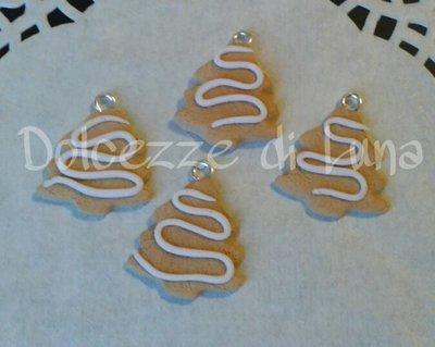 SPECIALE NATALE! ciondolo biscotto albero di natale fatto a mano, misura circa 2 cm