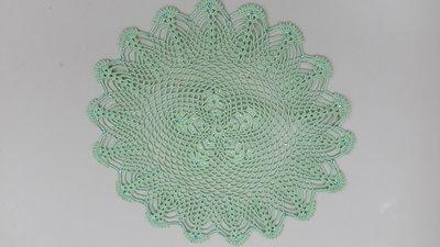 Centrino realizzato a mano con strass applicati a caldo, cm 25, cotone dmc