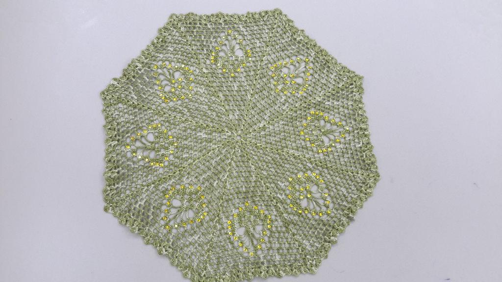 Centrino realizzato a mano con strass applicati a caldo, cm 26, cotone dmc