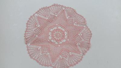 Centrino realizzato a mano con strass applicati a caldo, cm 32, cotone dmc