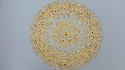 Centrino realizzato a mano con strass applicati a caldo, cm 39, cotone dmc