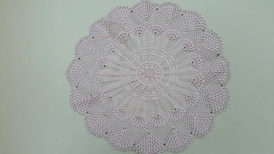 Centrino realizzato a mano con strass applicati a caldo, cotone dmc, cm 43