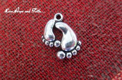 """Charm ciondolo  """"Piedini"""" (20x17mm) (cod.05049)"""