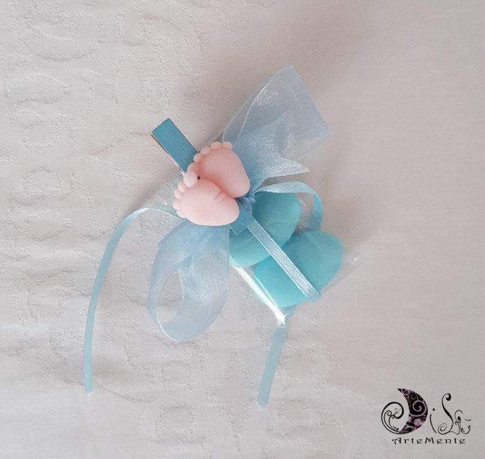 Bomboniera battesimo molletta decorata con piedini completa di confetti