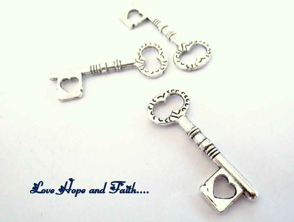 """Charm ciondolo  chiave """" cuore"""" (34x12mm) (cod.14073)"""