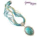 Collana con multifile di perline, filati e grande cabochon in fimo fatto a mano, tonalità azzurro