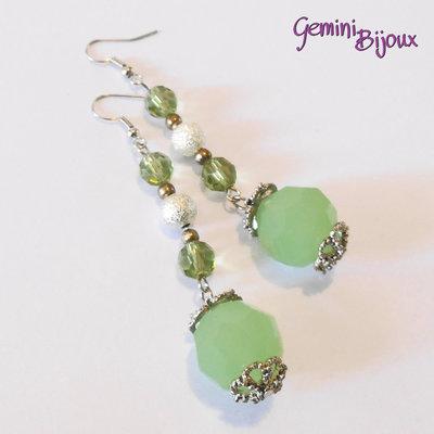 Orecchini con pietre tonde sfaccettate verde matt