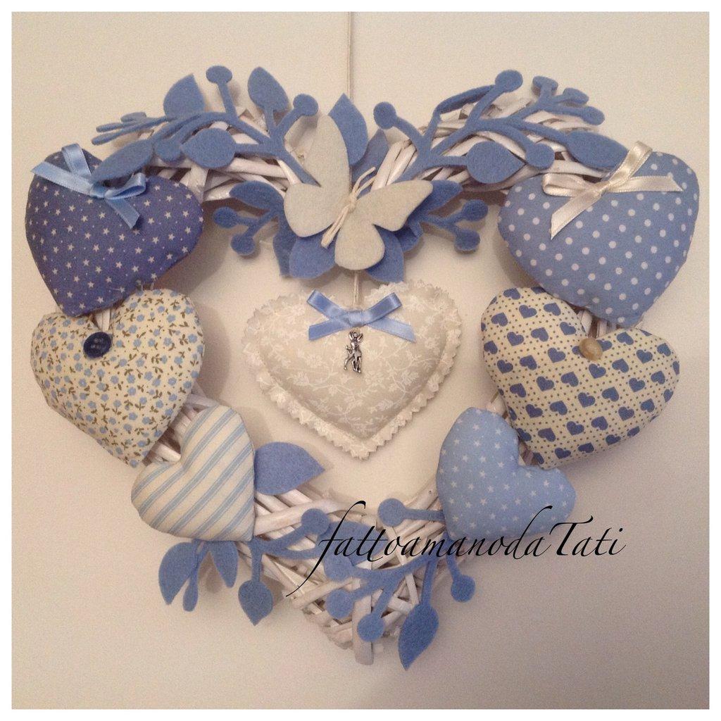 Cuore/fiocco nascita  8 cuori  azzurro con farfalla bianca