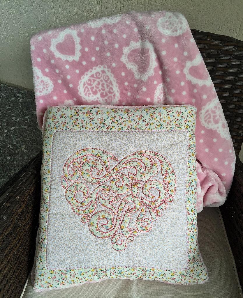 cuscino quillow cuore- un cuscino con dentro un plaid