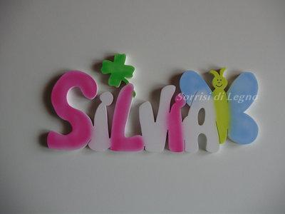 Nome SILVIA in legno colorato da appendere