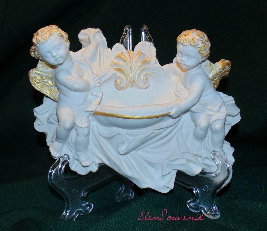 Angeli con acquasantiera
