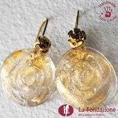 Orecchini Rosa di color Oro e base trasparente in vetro di Murano fatti a mano