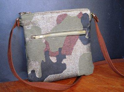 Piccola borsa con tracolla in tessuto tipo militare