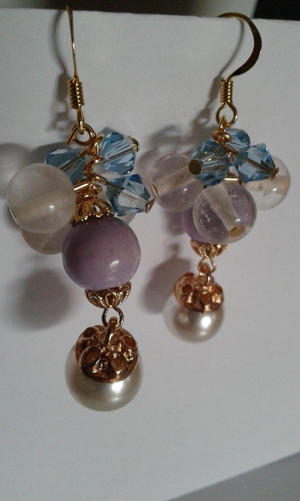 Orecchini a grappolo di perle e cristalli