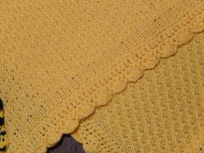 Copertina neonato a maglia e uncinetto colore giallo for Oggetti di colore giallo