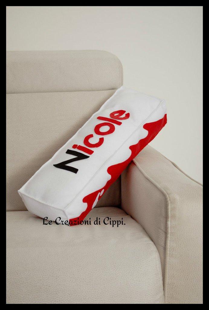 Cuscino arredo casa barretta di cioccolato in pannolenci personalizzato con nome.