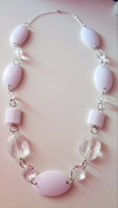 Collana con perle bianche e trasparenti