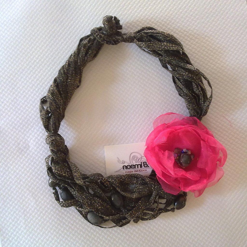 Collana fiore voile fuxia & raku
