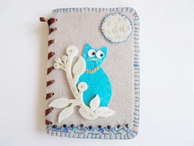 quaderno notes in feltro con gatto turchese e perline