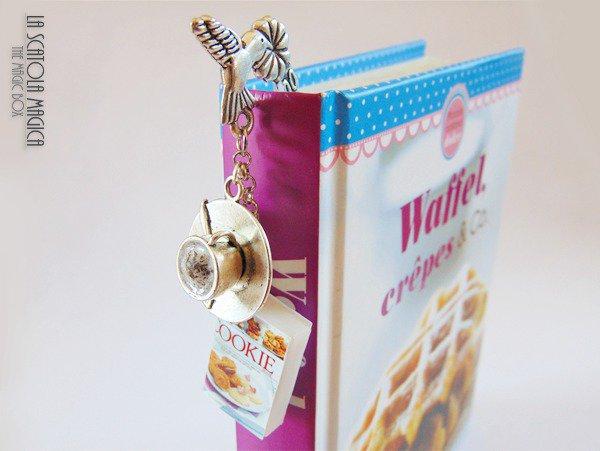Segnalibro con miniatura cappuccino e minilibro di cucina - Biscotti e cappuccino - Fermalibro fatto a mano