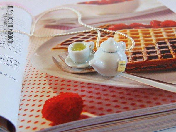 Collana tè - tazza di the in ceramica bianca set con teiera - Metallo tono argento tè al limone collana - fatto a mano